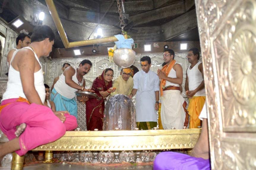मुख्यमंत्री श्री चौहान द्वारा महाकाल मंदिर में सपरिवारपूजन